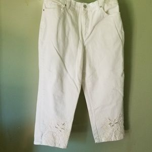 Size 12 White Capris with embroidery accents Amber